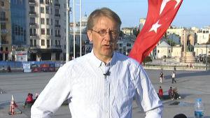 Yles utrikesredaktör och Turkietkännare Tom Kankkonen i Istanbul.