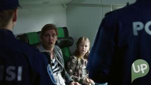 Jakso 570. Reino pidätetään junassa.