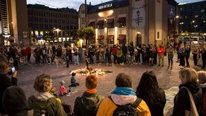 Minnestund hölls vid Järnvägstorget den 18 september 2016.