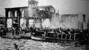 Greker flyr det brinnande Smyrna 1922.