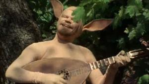 M. A. Numminen laulaa ja soittaa luuttua jäniksenä näytelmässä Jänikset maailmankartalle.