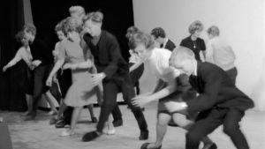Tanssijat esittelevät twistiä uutisfilmissä vuonna 1962.