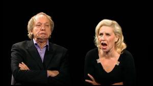 Eija Vilpas opettaa Esko Roinetta esittämään Fakta homman Pirreä.