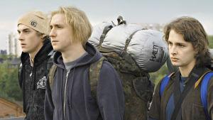 Interrail-matkalle aikovat pojat rinkat selässään Matti Ijäksen tv-elokuvassa Katve.