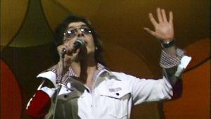 Kirka laulaa  euroviisukarsinnoissa.