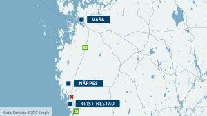 Karta som märker ut olyckplatsen i Pjelax. Orterna Vasa, Närpes och Kristinestad är utmärkta på kartan.