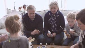 Maria och Kenneth Thelen besöker Cirkus Familj.