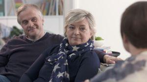 Maria och Kenneth Thelen samtalar med Maria Sundblom Lindberg.