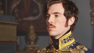 Kahdeksanosainen upea draamasarja Victoria kuvaa 1800-luvun alun Britanniaa nuoren kuningattaren silmin.