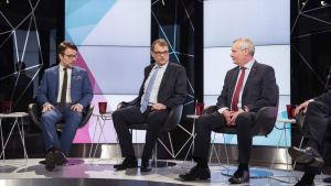 Partiledarna Jussi Niinistö, Juha Sipilä och Antti Rinne i Yles kommunalvalsdebatt.