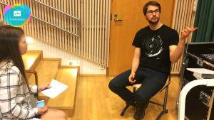 Zachris Jäntti från Unicef intervjuas av Ida Soini.