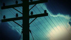sähkötolppa, öinen taivas, käsitelty kuva