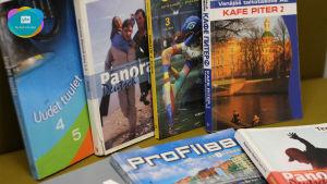 Läroböcker i främmande språk.