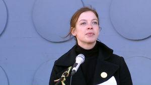 Li Andersson, ordförande för Vänsterförbundet talar på första maj