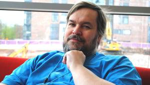 Alexander Granholm är webbutvecklare vid Svenska yle.