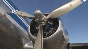 DC-yhdistyksen DC-3:n Pratt&Whitney-tähtimoottori OH-LCH:ssa Malmilla kesäkuussa 2017