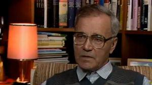 Kalle Päätalo haastattelussa vuonna 1987.