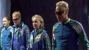 Olympijoukkue 1996 esittelee kisa-asuja.