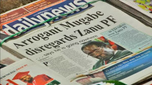 Robert Mugabe i tidningsrubrik.