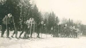 Skidåkning i Grankulla i början av 1920-talet.
