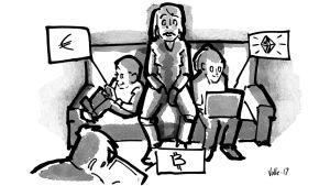 Vanhempi istuu sohvalla ihmetellen, kun lapset ympärillä käyttävät ruutuja, joissa näkyvät euro, timantti ja bitcoin.