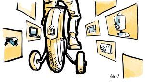Lapsi ajaa polkupyörää apupyörillä, ympärillä mediavällineitä.