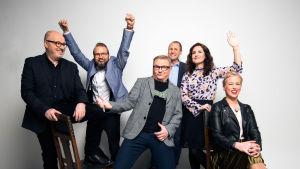 Kuvssa Kulttuuriykkönen -radio-ohjelman toimittajat vas-oik.: JP Pulkkinen, Pietari Kylmälä, Pekka Toikka, Jakke Holvas, Pia-Maria Lehtola ja Pauliina Grym.