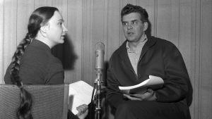Herra Oblomov. Radioteatterin valiouusinta v. 1964. Kuvassa näyttelijä Tarmo Manni