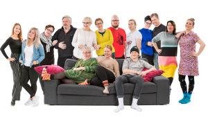 Sohvaperunat-sarjan viides tuotantokausi: Iida ja Nelli, Soile ja Jorma, Iris ja Mona, Toni ja Juho, Linda ja Jani, Sanna ja Pinja. Sohvalla Eila, Minna ja Olli.