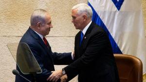 Israels premiärminister Benjamin Netanyahu och USA:s vicepresident Mike Pence.
