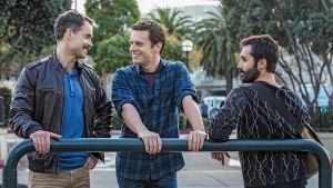 Looking-sarjan toinen tuotantokausi: päähenkilöt Dom (Murray Bartlett), Patrick (Jonathan Groff) ja Agustin (Frankie J. Alvarez).