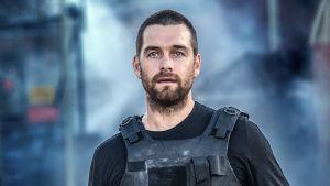 Banshee-sarjan päähenkilö, sheriffi Lucas Hood (Anthony Starr).