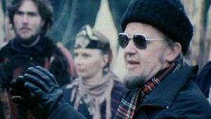 Kalle Holmberg ohjaa Rauta-aikaa (1982).
