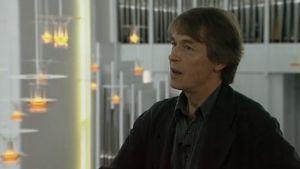 Akateemikko Juha Leiviskä haastattelussa.