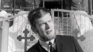 Yrjö Länsipuro Tampereen ortodoksisen kirkon edustalla 1966