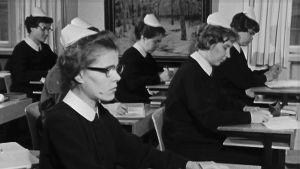 Diakonissaopiskelijoita 1964