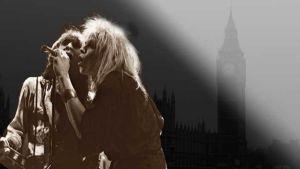 Andy McCoy ja Michael Monroe Tavastialla 1982. Taustakuva Lontoon parlamenttitalo ja kellotorni vuodelta 1981 Kuva: Touko Yrttimaa