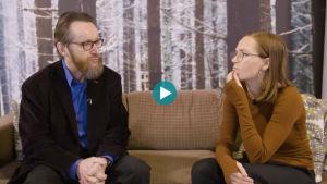 Osmo Kontula ja Ronja Salmi keskustelevat