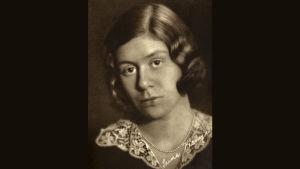 Runoilija Saima Harmaja