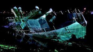 hylätty ruostunut laiva