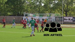 EIF:s B17-pojkarnas i division 1 spelar mot Espoon Palloserua.