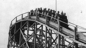 Linnanmäen vuoristoradan avajaiset (1951).