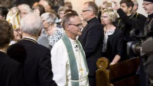 Tapio Luoma vid invigningen till ärkebiskop i Åbo domkyrka.