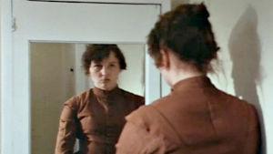 Kohtaus Edith Södergranista kertovasta tv-näytelmästä.