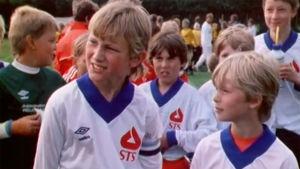 Sami Hyypiä (vas) haastateltavana Helsinki Cupissa 1985