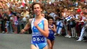 Sari Essayah naisten 10 km:n kävelyssä yleisurheilun EM-kisoissa (1994).