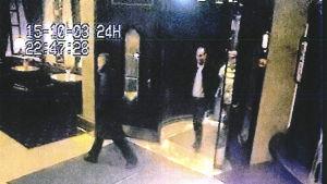 Bild från övervakningskamera på Raimo Andersson, Volkan Ünsal och Janne Raninen.