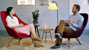 Sydänsurujen biologia -sarjan tutkimushenkilö Olivia ja psykologi Eivind Johansen.