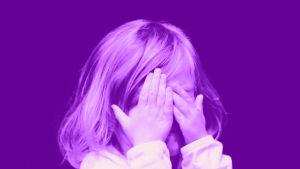 Digitreenit-artikkelin pääkuva: Hämmästynyt nainen. Kuvassa tekstit: Huijausvisa, Digitreenit ja yle.fi/oppiminen