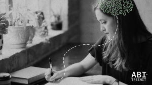 Nainen kirjoittaa.